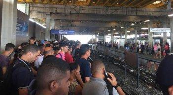 Intervalos entre viagens aumentaram por causa de problema em trem na linha Sul do Metrô