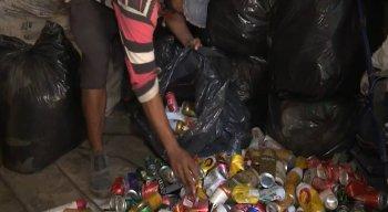 Atualmente eles vivem com apoio do Bolsa Família e dinheiro de recolhimento de recicláveis
