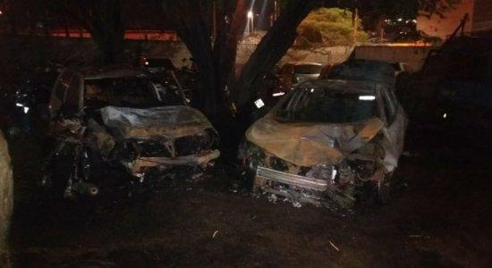 Incêndio atinge veículos apreendidos em pátio de delegacia de Caruaru