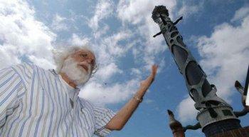 Uma das obras mais famosas de Francisco Brennand é a Coluna de Cristal, que está abrigada no Parque das Esculturas