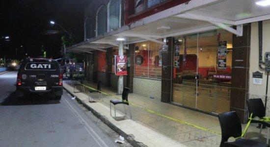 Empresário morre e três pessoas ficam feridas em pizzaria no Cabo