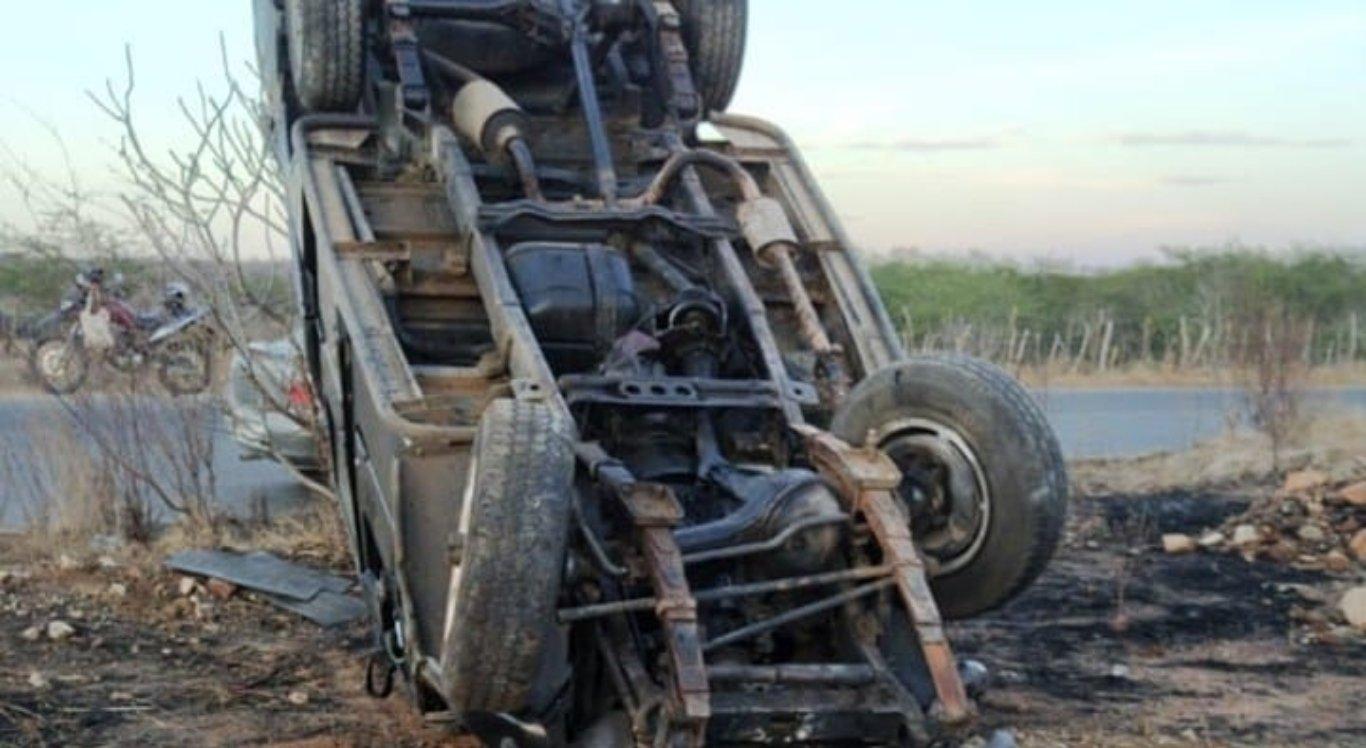 Acidente na PE-160 deixa dois feridos