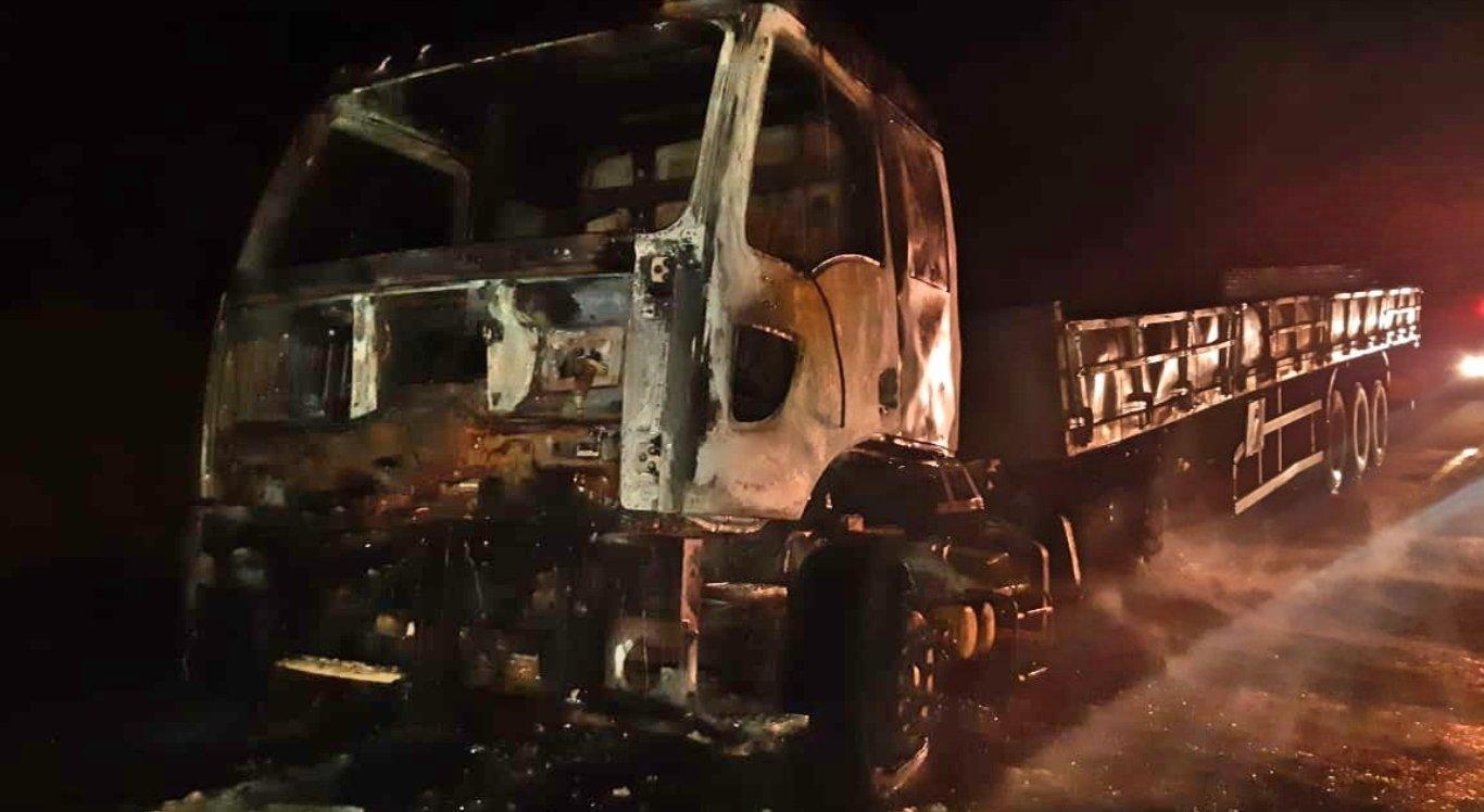 Caminhão pega fogo em Gravatá