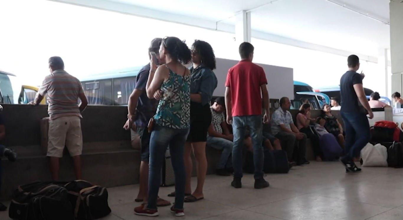 Passageiros aguardando viagens na Rodoviária de Caruaru