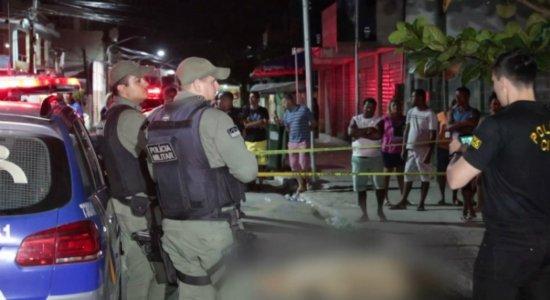 Homem é morto a tiros dentro de bar e 2 mulheres são baleadas em Gaibu