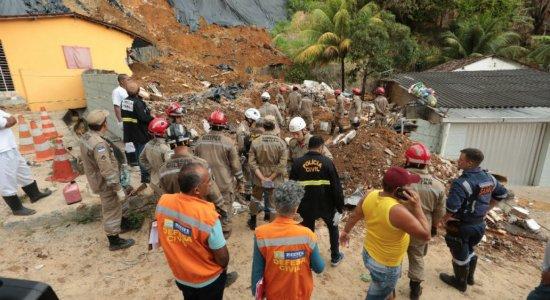 Sobe o número de pessoas mortas após deslizamento de barreira