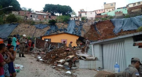 Deslizamento de terra deixa mortos, feridos e desaparecidos no Recife