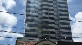 Bombeiros foram acionados para apagar o fogo, que se concentrou apenas no apartamento