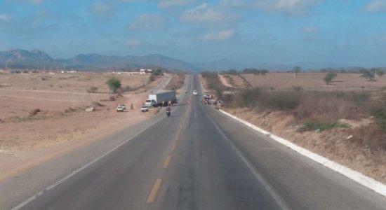 Colisão entre carro e caminhão deixa 1 morto e 6 feridos em Pesqueira
