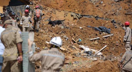 Perícia investiga causa do deslizamento de barreira em Dois Unidos