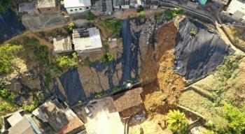 Imagens aérea do local do deslizamento de barreira em Dois Unidos