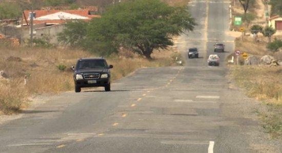 Motoristas perdem horas desviando de buracos no caminho