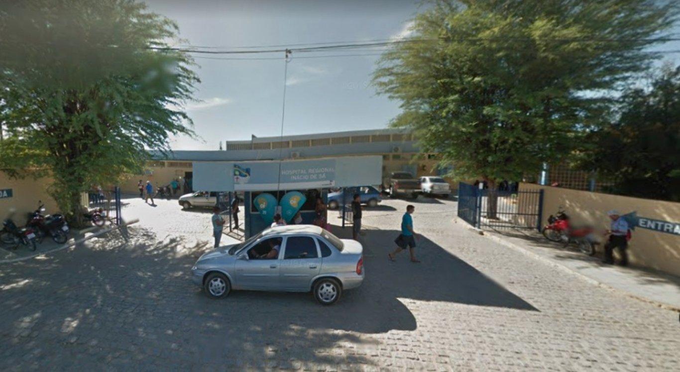 Homem foi levado para o Hospital Regional Inácio de Sá