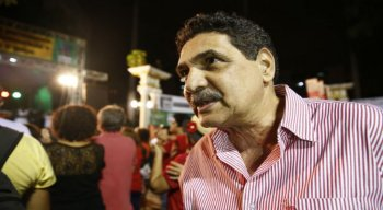 Deputado estadual e ex-prefeito do Recife, João Paulo (PCdoB), se diverte ao som do