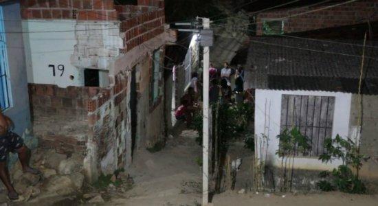 Homens invadem casa, matam jovem e companheira dele consegue fugir