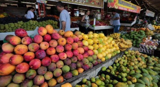 Ceia de Natal: com frutas de época, feiras livres atraem consumidores