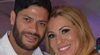 Hulk se separou de Iran Angelo e assumiu um relacionamento com a sobrinha dela, Camila Angelo