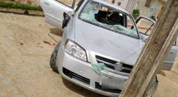 De acordo com testemunhas, o carro estava em alta velocidade