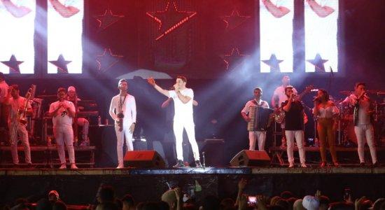 Cantor Jonas na festa da virada do ano em Paulista