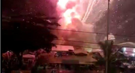 Vídeo: pessoas ficam feridas após acidente com fogos de artifício