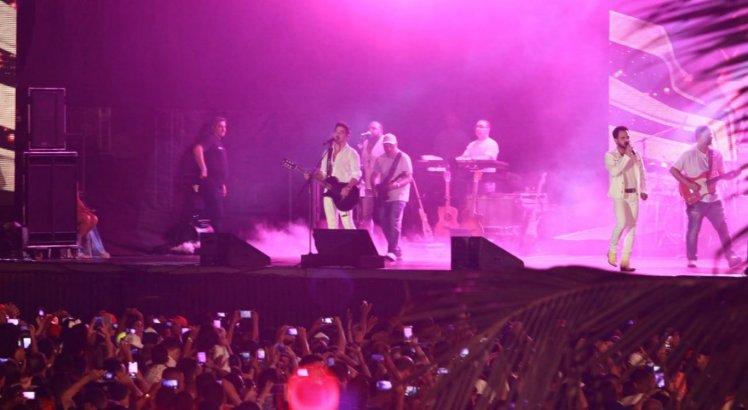 Os cantores Zezé de Camargo e Luciano marcaram presença na festa da virada em Candeias