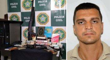 Armas, dinheiro e livros apreendidos em operação da polícia contra suspeito de ataque contra a produtora Porta dos Fundos