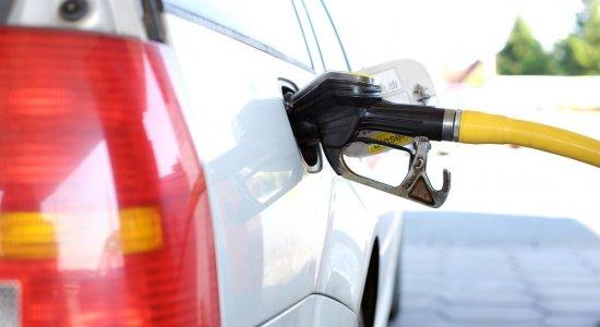 Preço da gasolina cai no Recife e litro é vendido por até R$ 3,78