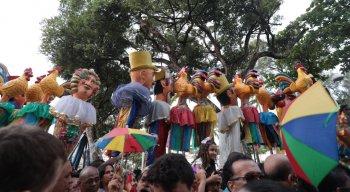 Centenas de pessoas compareceram nas ruas do Recife para prestigiar a atração