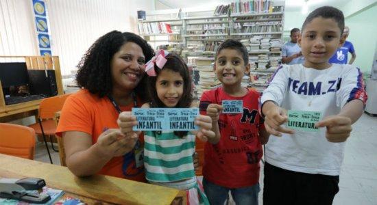 Sesc inicia arrecadação de livros para feira do troca