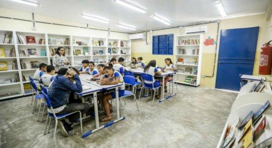 A rede de escolas municipais do Recife atende aproximadamente 93 mil estudantes distribuídos em 300 unidades de ensino