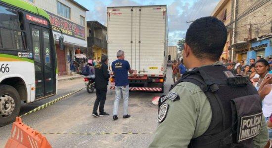 Menina de 11 anos morre após ser atropelada por caminhão em Olinda