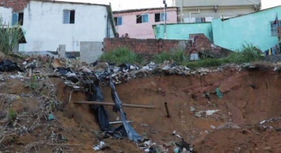 Moradores de Dois Unidos estão sem água desde deslizamento de barreira