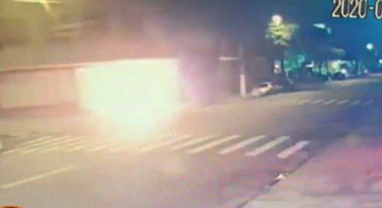 Morador de rua morre após ser queimado vivo enquanto dormia