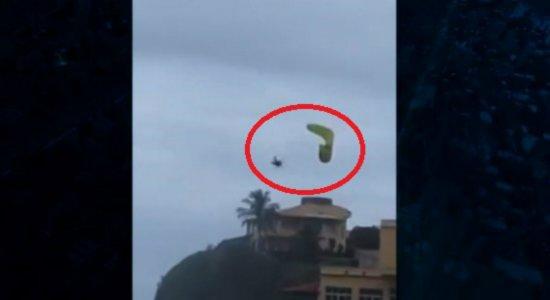 Piloto de parapente cai de altura superior a 30 metros; veja vídeo