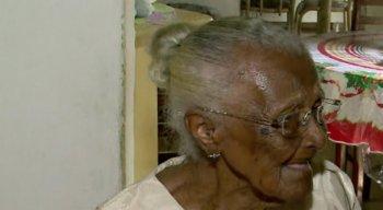 Dona Severina completou 116 anos e diz que ''faz tudo'' em casa