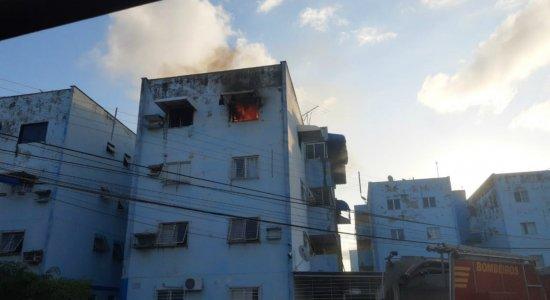 Incêndio atinge quarto e vizinhos impedem explosão de gás, em Paulista