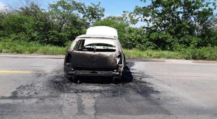 Carro usado para dar apoio à ação foi encontrado incendiado