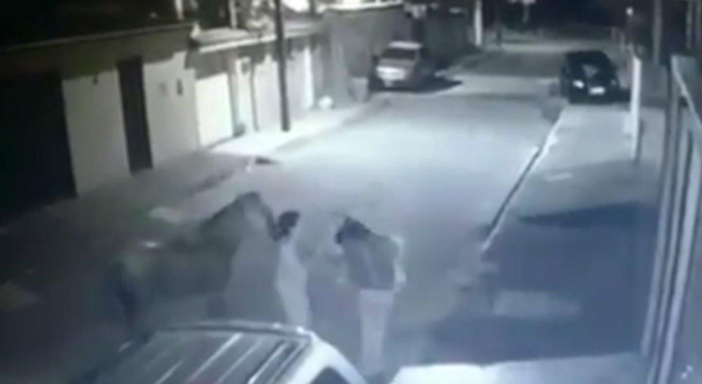 Jovem desce do cavalo e toma bolsa da vítima