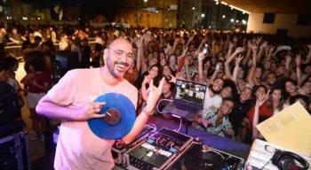 DJ 440 comanda o projeto Terça do Vinil