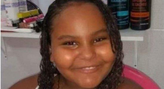 Corpo de menina de 8 anos atingida por bala perdida no Rio é velado