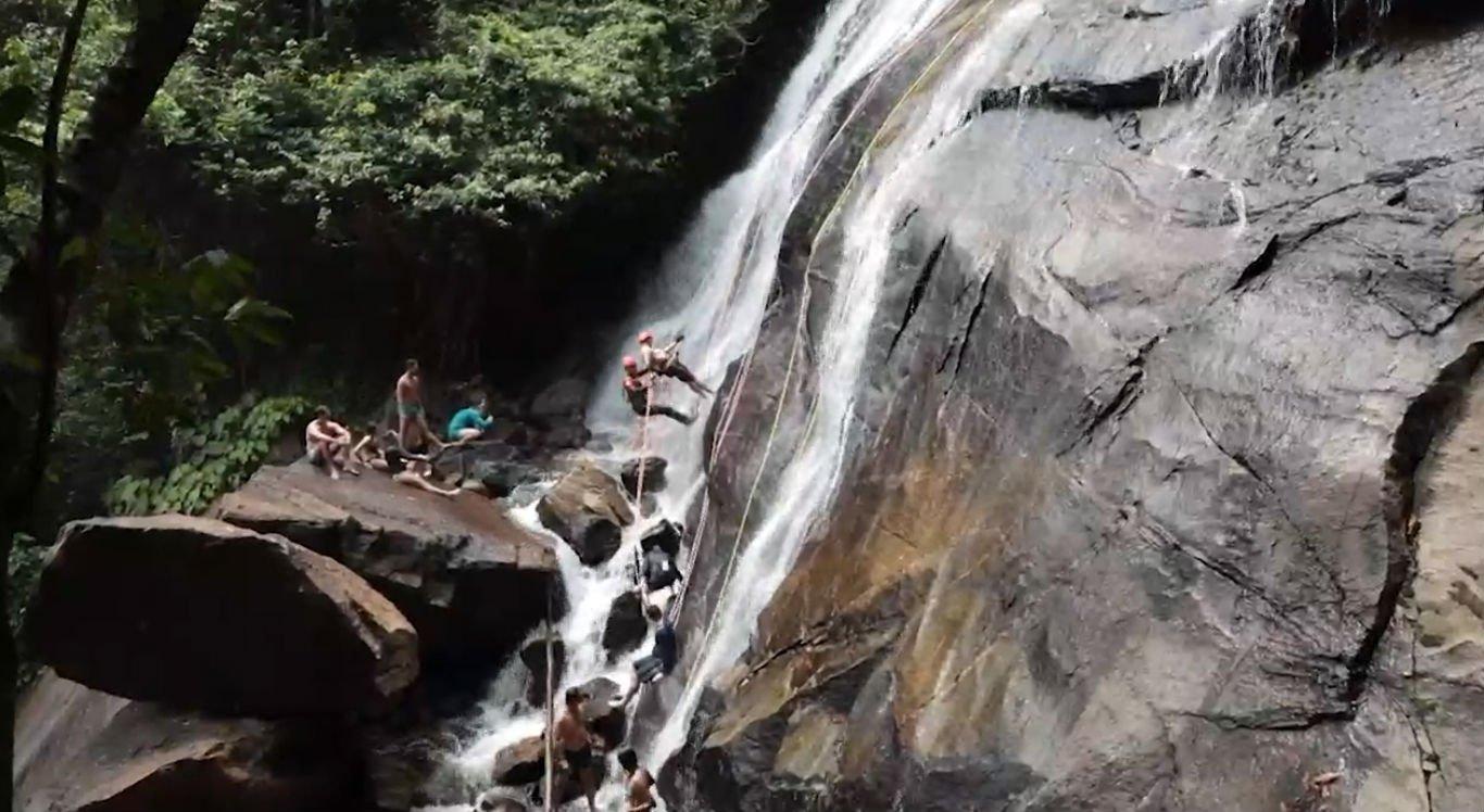 Cachoeira Véu da Noiva é um dos atrativos de Bonito