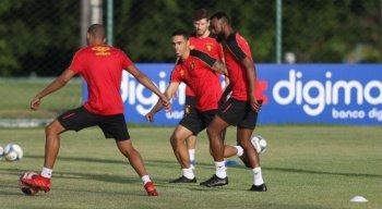 Éder Ferreira (C) chegou ao Leão durante a temporada passada