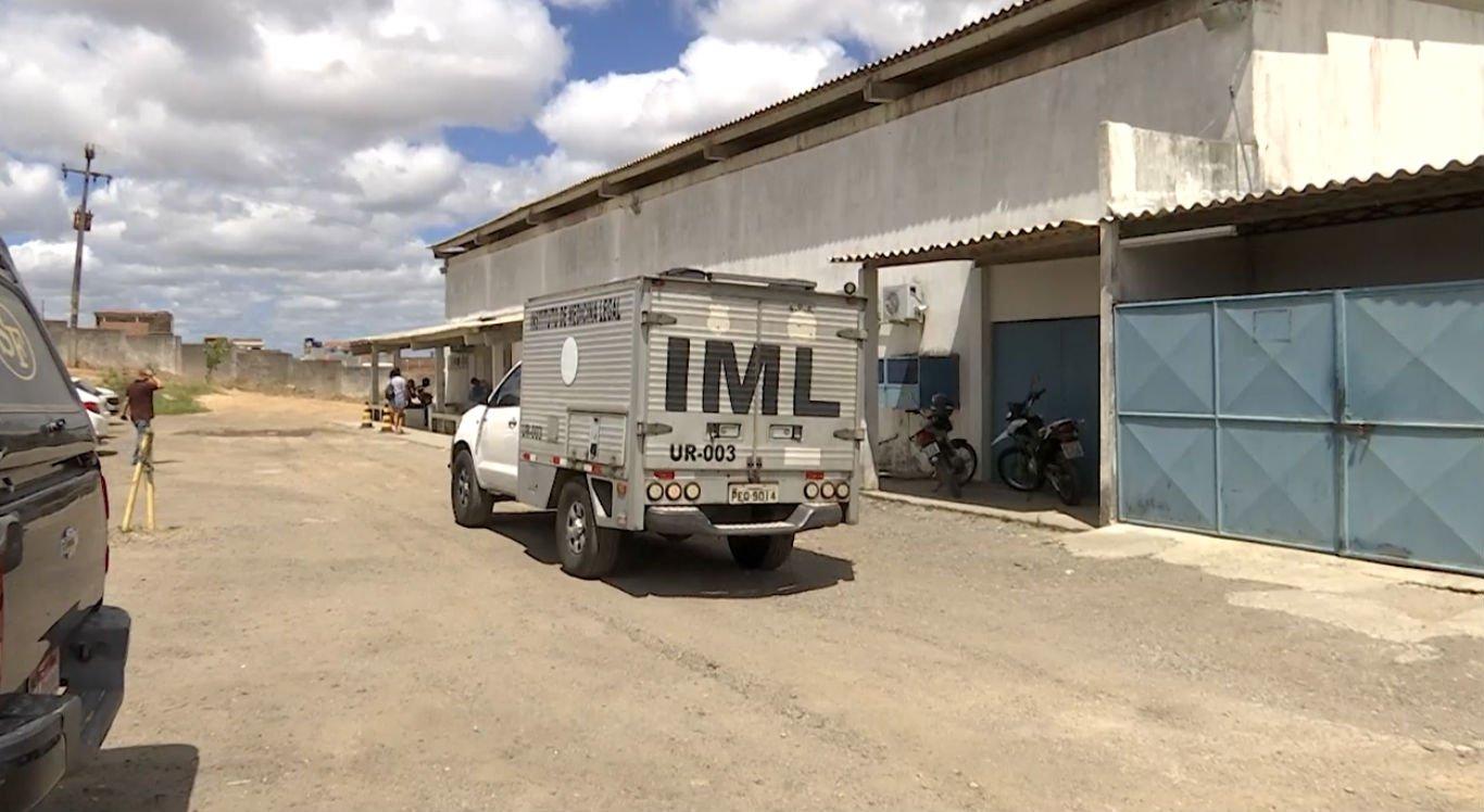 Corpo da vítima foi levado para o Instituto de Medicina Legal (IML) de Caruaru
