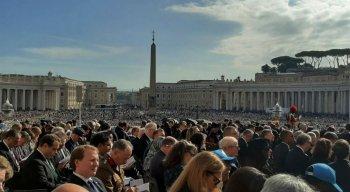 A polêmica no Vaticano surgiu no domingo (12), quando foi anunciado um novo livro assinado por Bento XVI e Sarah