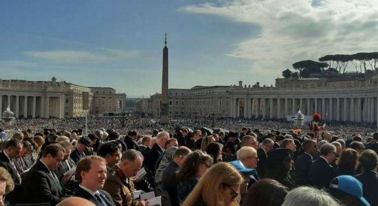 Posições sobre celibato causam polêmica no Vaticano