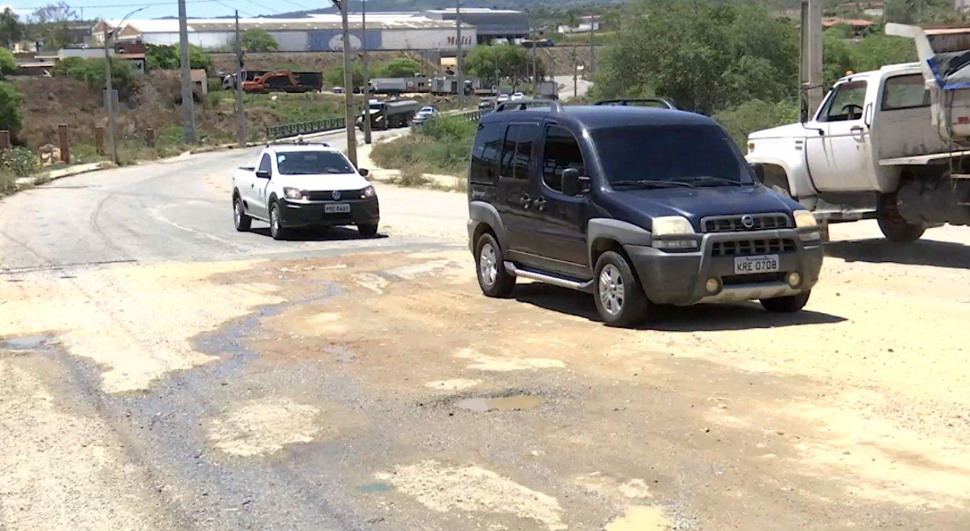 Buracos no Distrito Industrial continuam prejudicando motoristas