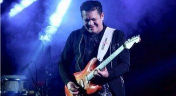 A cantora anunciou desligamento da banda Cabaré do Brega, mas não revelou o motivo