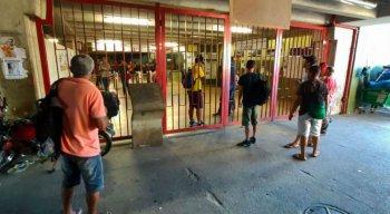 Portas do Metrô do Recife amanheceram fechadas