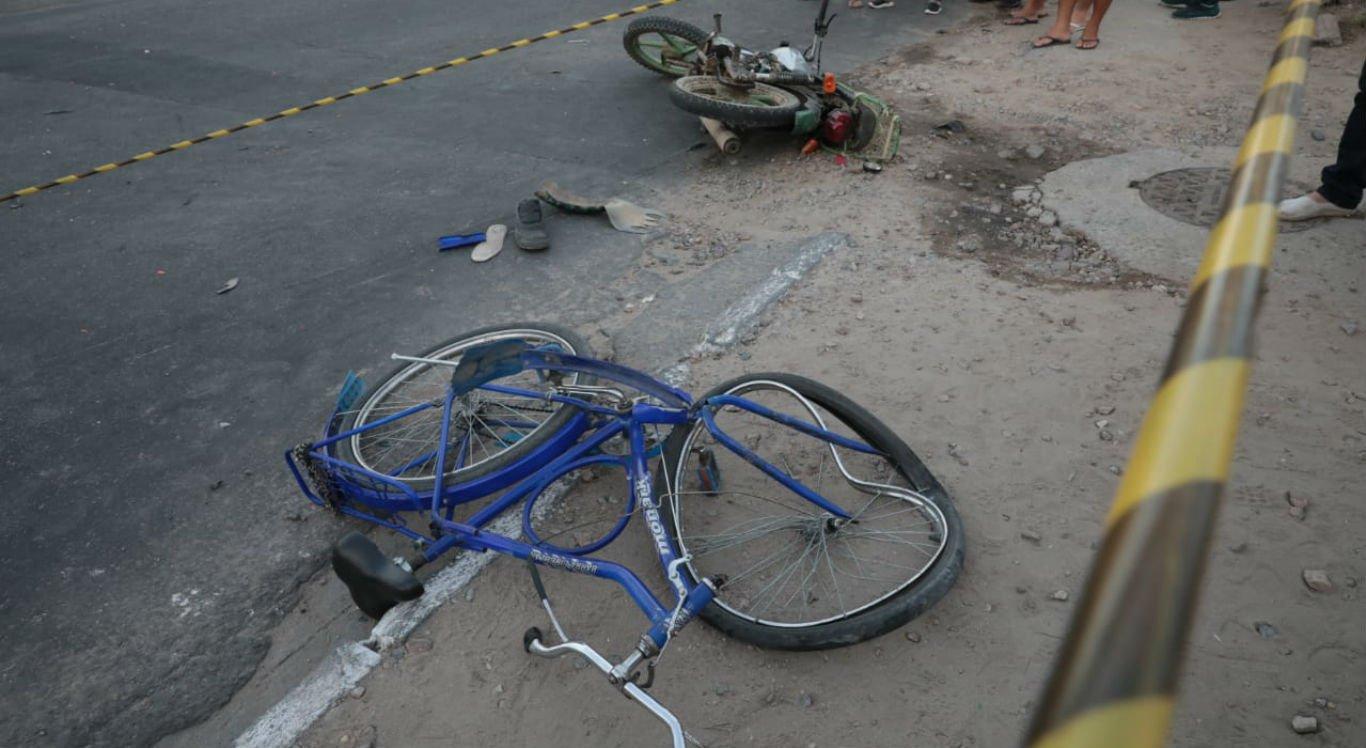 Ciclista e motociclista colidiram na Avenida Adjar da Silva Casé
