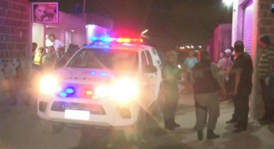Homem é morto na frente da filha e da esposa em Caruaru
